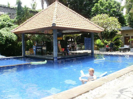 การ์เด้น วิว ลีเกี้ยน คอทเทจ: Pool and Pool Bar