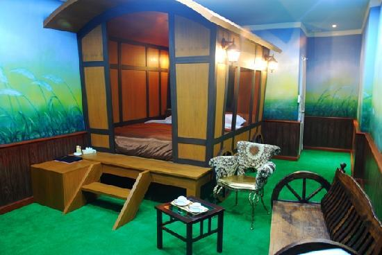 The Adventure Hotel: Caravan Room