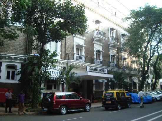 Grand Hotel: Entrance