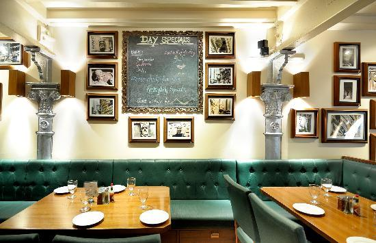 Woodside Inn Restaurant: Upstairs Seating