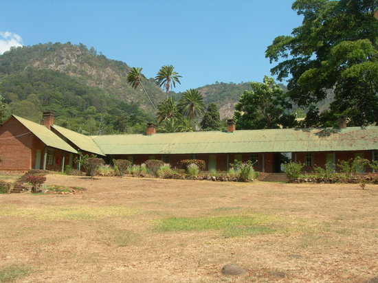 Zomba, Malaui: Non-chalet rooms and backdrop