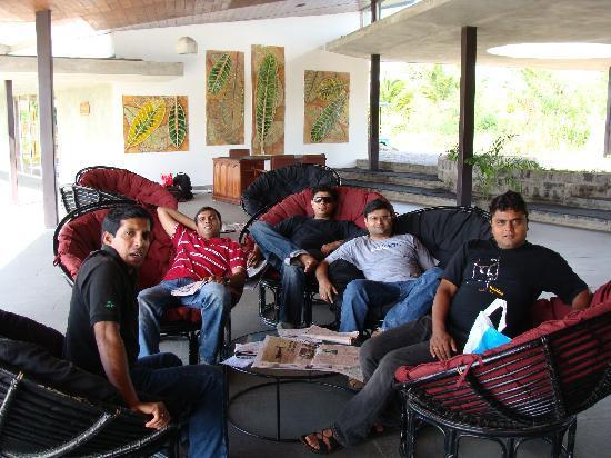 Club Mahindra Puducherry: Relaxing at reception