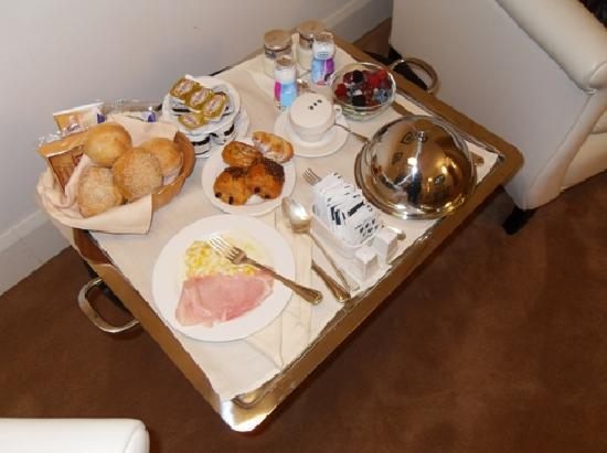 UNA Maison Milano: завтрак в номер