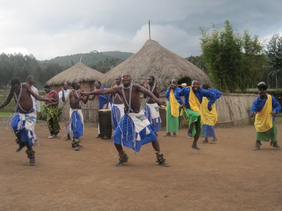 Iby'iwacu Cultural Village : Welcome Dance for the Visitors