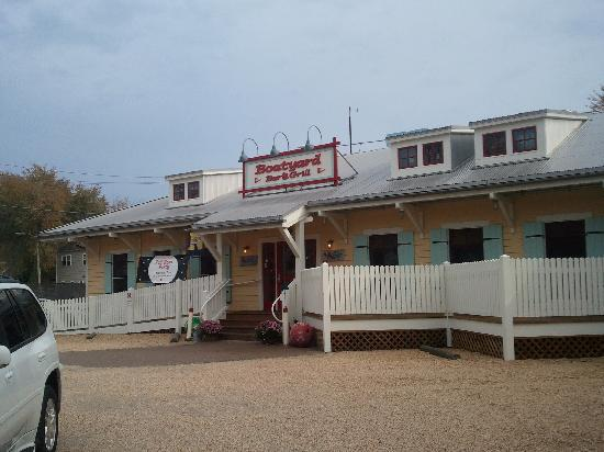 Boatyard Bar & Grill: Front