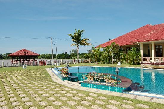 Win Unity Resort Hotel: piscina
