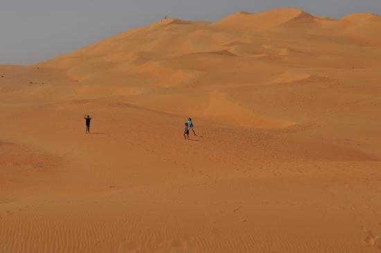 Qasr Al Sarab Desert Resort by Anantara: Kids really love the huge sandbox
