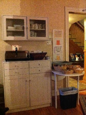 Manoir de la Terrasse : Breakfast Table