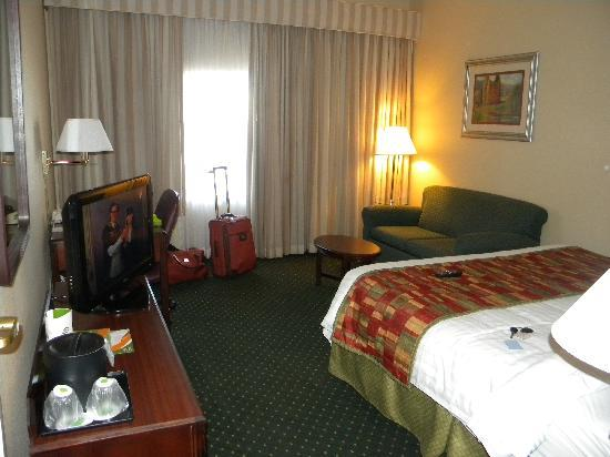 Courtyard Monroe Airport: Adequate Sized Standard Room