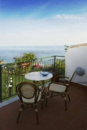 Ravello Rooms terrace