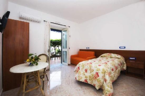 Ravello Rooms: single room