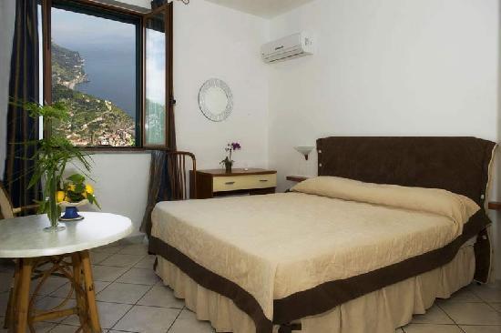 Ravello Rooms : sea view double room