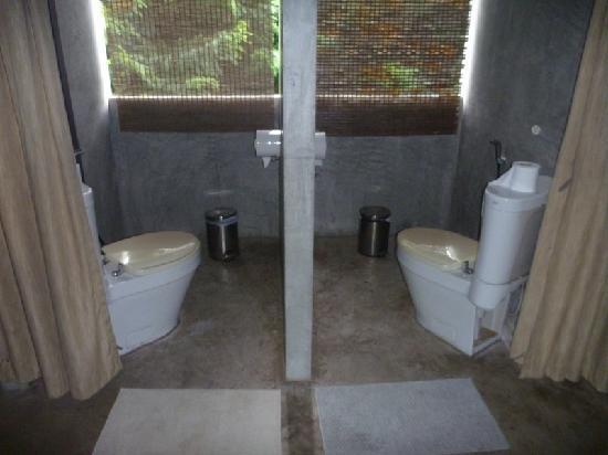Es Ta Te Khao Kheow Resort Toilets