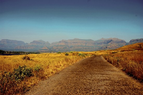 Bhandardara, Indie: Beautiful mountains in the backdrop
