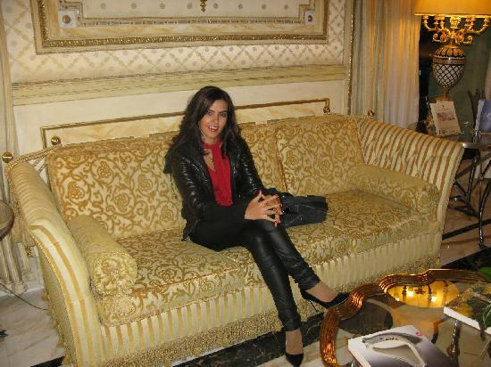Hotel Splendide Royal: the only couch in the lobby?