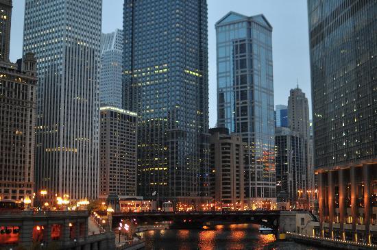 Surroundings picture of kimpton hotel monaco chicago for Hotel monaco chicago