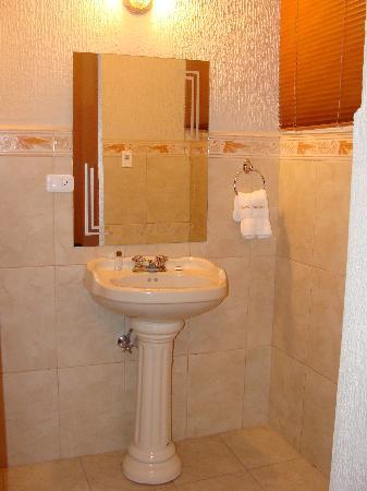 Hotel Catedral Internacional : Baño