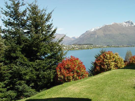 Holiday Inn Queenstown Frankton Road: Side view from the room