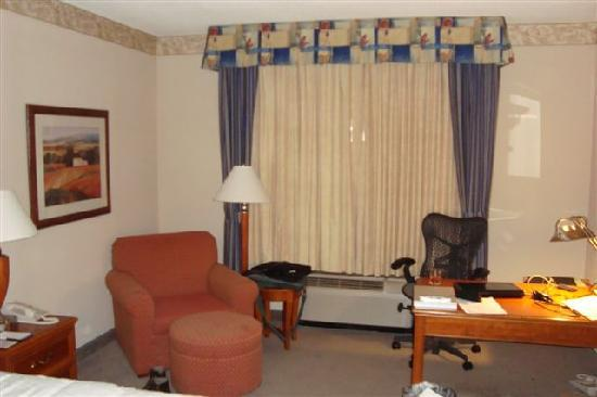 Hilton Garden Inn Wooster : I didn't get Daimond upgrade - desk clerk said they were full
