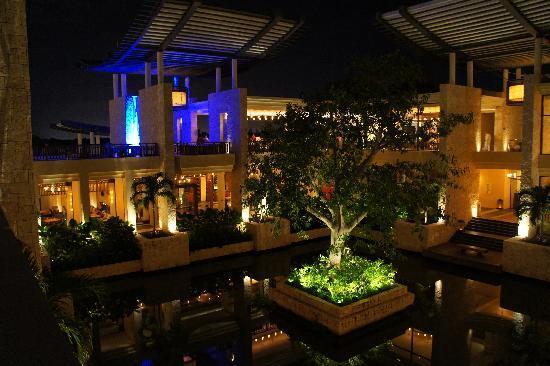 Banyan Tree Mayakoba: Edificio Principal - Lobby de Noche