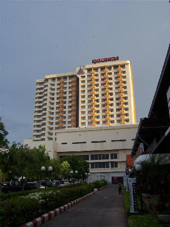 Charoen Thani Khon Kaen: View Of The Hotel from the street.