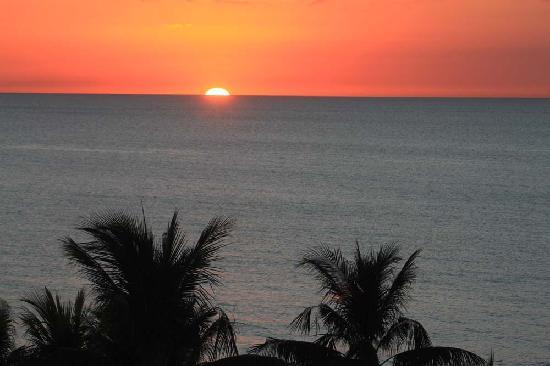 The Naples Beach Hotel & Golf Club: Sunset over the Gulf of Mexico from our hotel room
