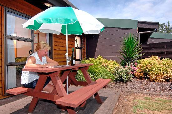 Grange Lodge Motel: Unit Garden