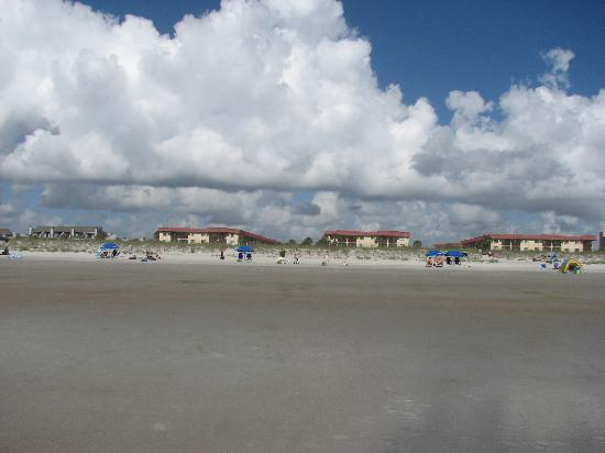 St. Augustine Ocean & Racquet Resort: Looking at the resort from the beach