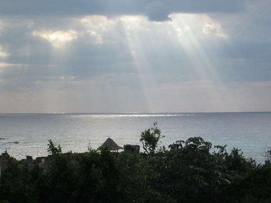 Grand Sirenis Mayan Beach Resort & Spa: sunrise from our ocean front room