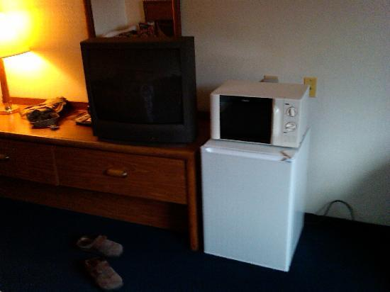 Super 8 Groton: tv/fridge/microwave...room 304
