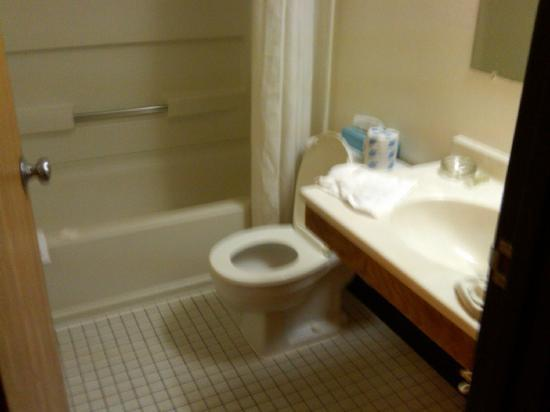 Super 8 Groton: bathroom...room 304