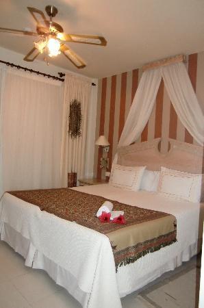 Green Garden Resort & Suites : slaapkamer rom.suite