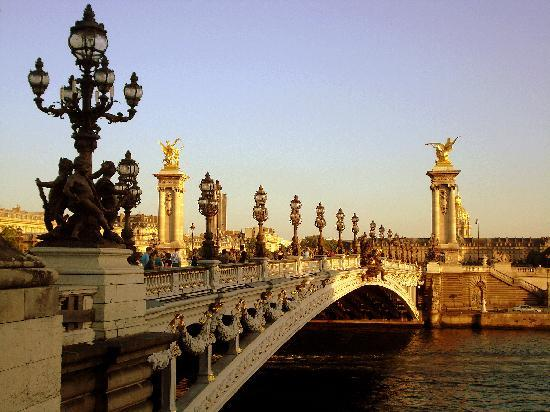Paris, France: Puente soleado