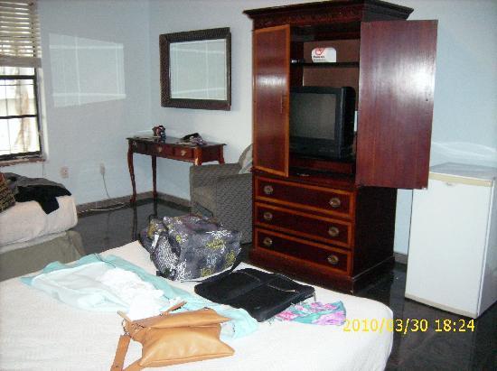 Atlantic Beach Hotel: room, tv cable, fridge, air conditionate