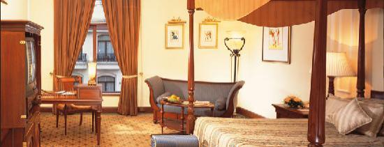 The Oberoi Grand: The hotel room