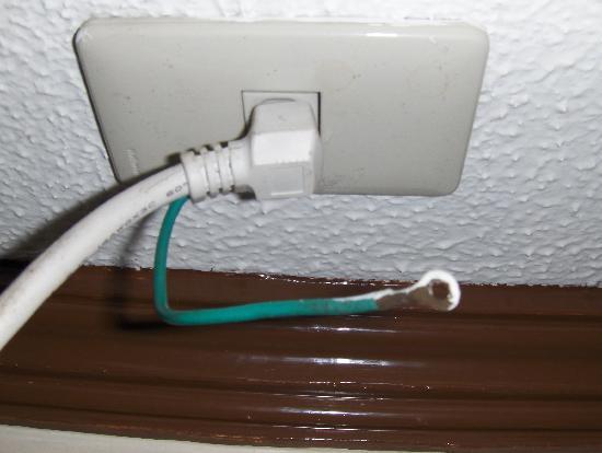 Garden Plaza Hotel: Expert  wiring  job...