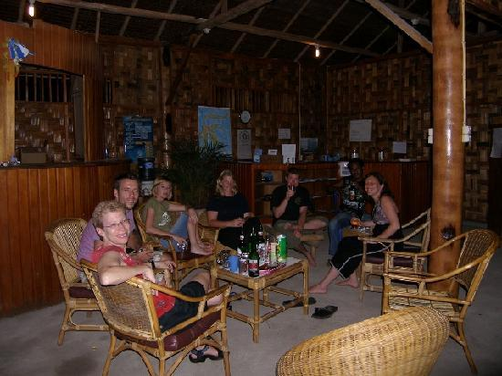 Two Fish Divers Bunaken: Evening drinks in our beach cafe