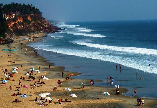 Varkala Beach : Bathing and sun tanning at Varkala