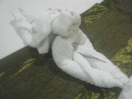 Sekuta Condo Suites: towel dog =)