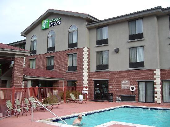 Holiday Inn Express Glenwood Springs: HI Express outdoor pool