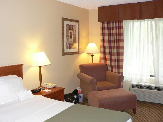 Holiday Inn Express Glenwood Springs: Room's one easy chair and foot stool