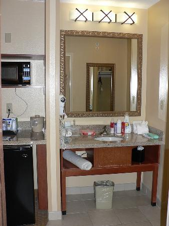 Holiday Inn Express Glenwood Springs: Vanity alcove
