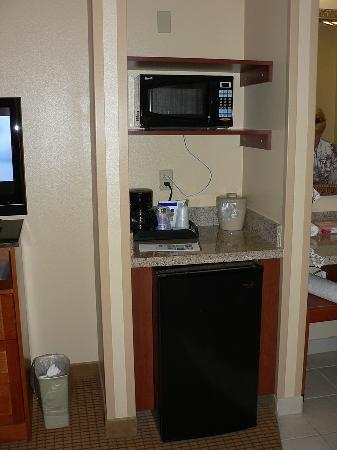 Holiday Inn Express Glenwood Springs: Another alcove with fridge & microwave