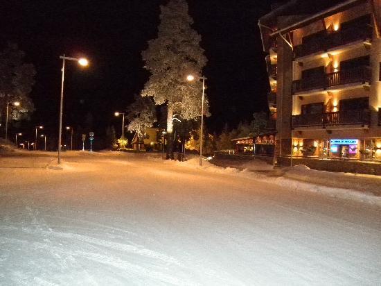 Lapland Hotel Riekonlinna: Rue devant hôtel
