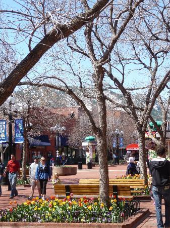 Boulder, CO: Fußgängerzone mit Rockys