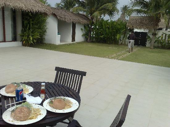 Dhevan Dara Resort & Spa Hotel: Villa food service