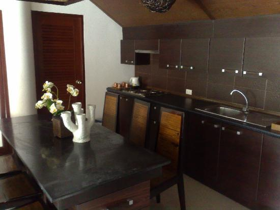 Dhevan Dara Resort & Spa Hotel: Kitchen area in the presidential suite