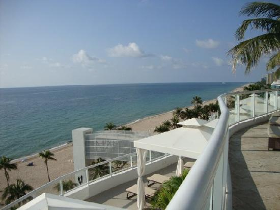 The Ritz-Carlton, Fort Lauderdale: View from pool area