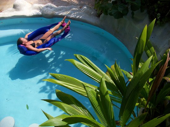 Caribe Town : Relax in our salt water pool with waterfall swim up bar and jets!