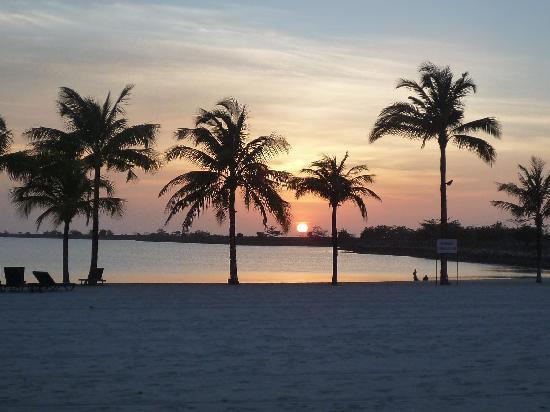 Langkawi Lagoon Resort: プライベートビーチ。眺めは最高。